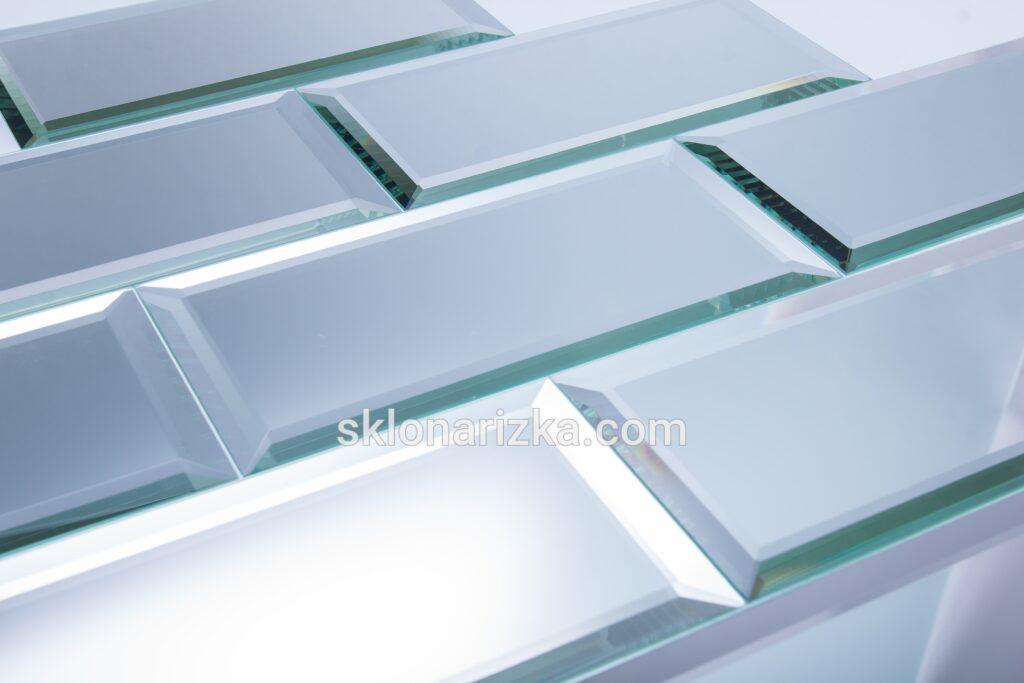 Дзеркальна плитка товщиною 4 мм
