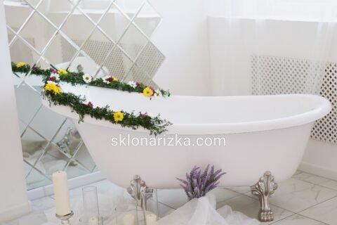 Дзеркальна птитка у ванній кімнаті з монтажем на Першій універсальній склонарізці