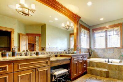 Дзеркало великого розміру у ванні