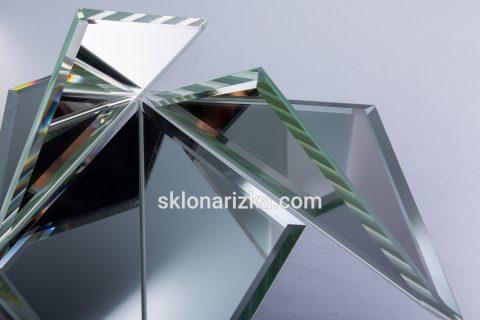 Фацет на дзеркалах трикутної форми