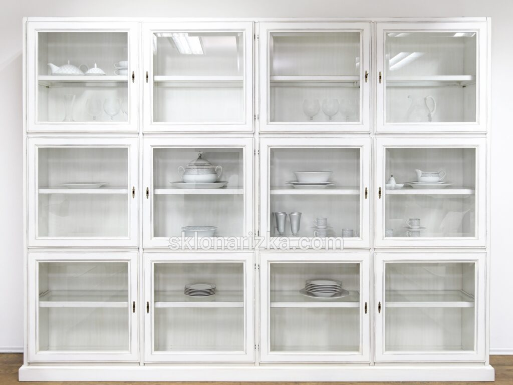 Фацет на прозорому склі у кухонні фасади