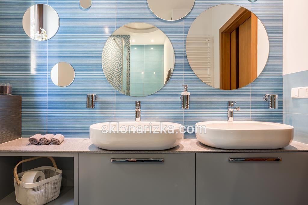 Кругле дзеркало у ванну