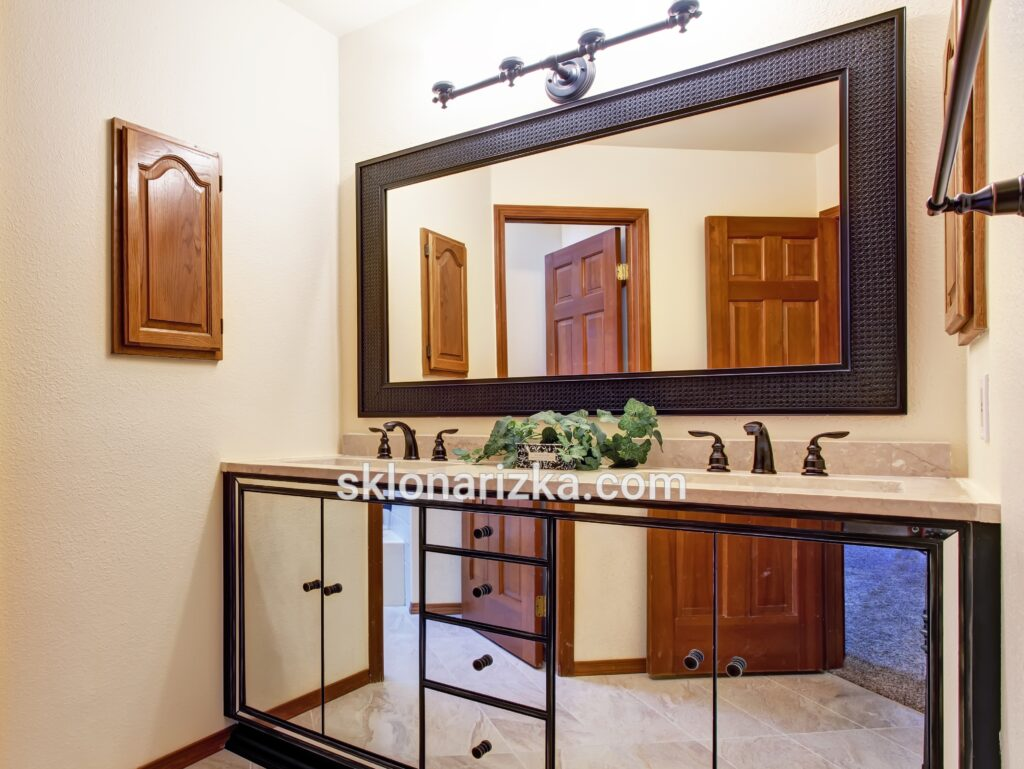 Меблі з дзеркалом