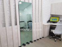 Піскоматування на дзеркалі зеленого відтінку