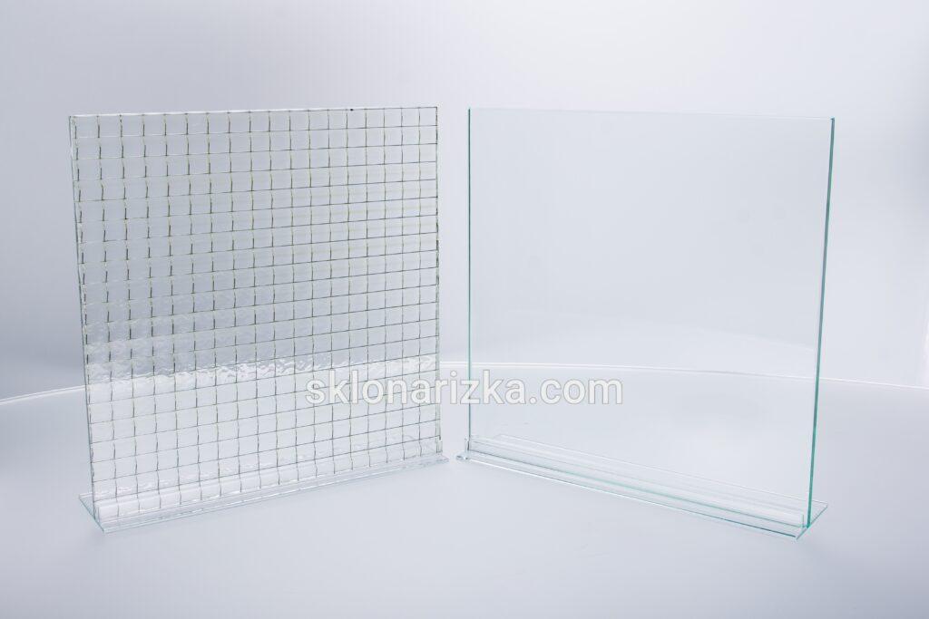 Скло армоване металевою сіткою всередині та звичайне віконне скло для порівняння_