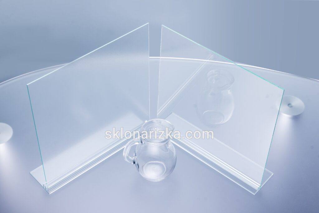 Скло для картин. Переваги антиблікового скла над звичайним віконним склом 2 мм
