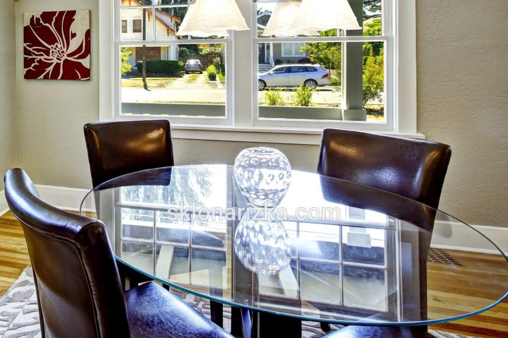 Скляний столик з товстого скла