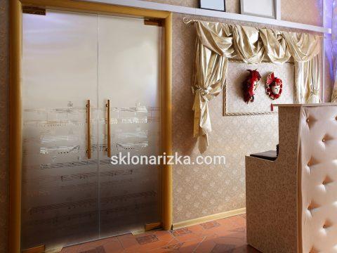Суцільне піскоматування дверей за проектом замовника