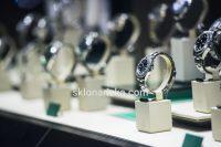 Ультрапрозоре скло в ювелірному салоні