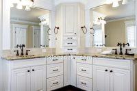 Великі вологостійкі дзеркала у ванній кімнаті