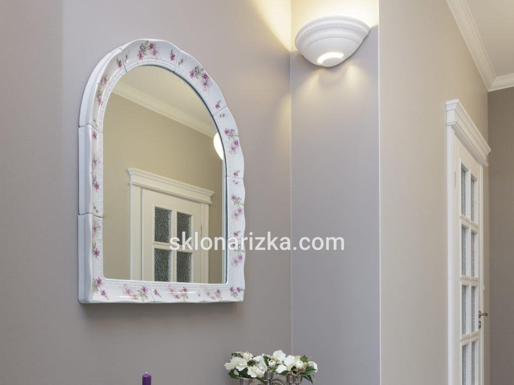 Дзеркало вирізане під форму керамічної рамки