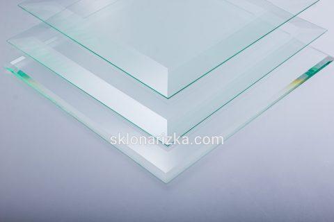Різні ширини фацету на прозорому склі_