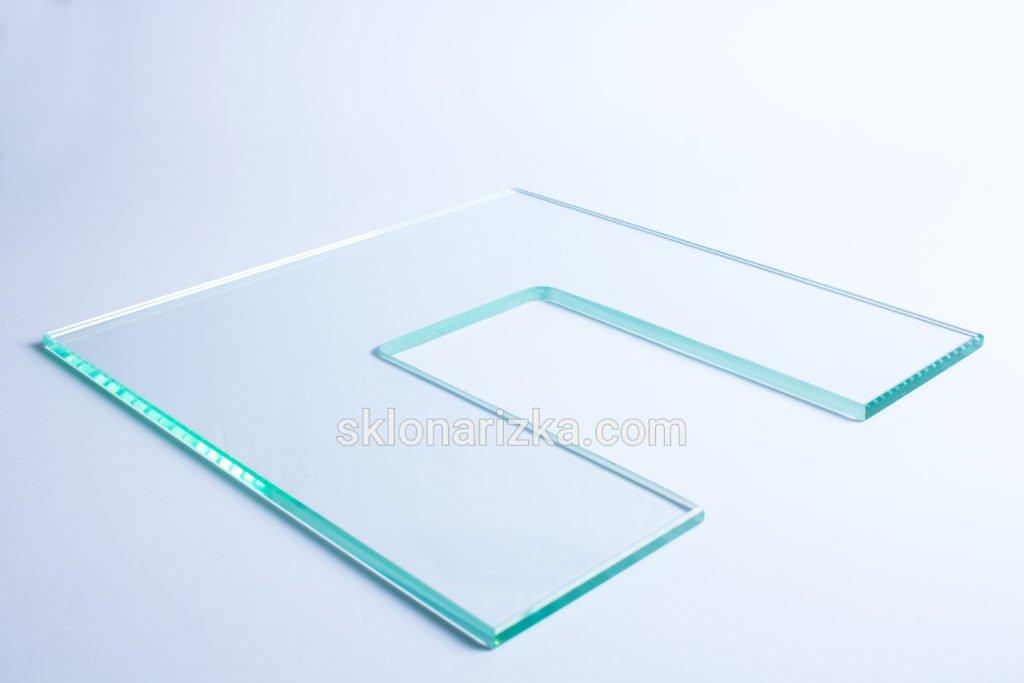 Внутрішній виріз у віконному склі_