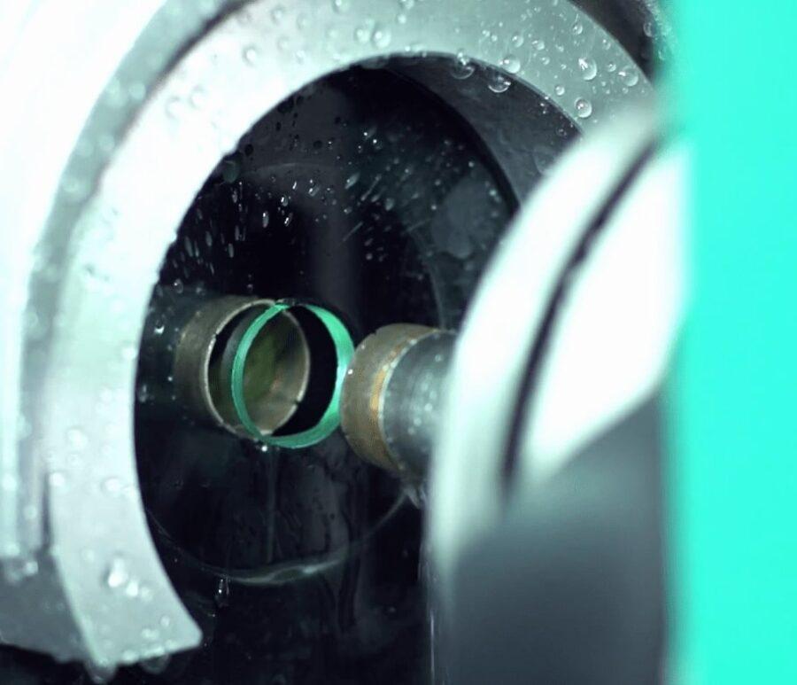 Якісне свердління отворів у склі на спеціалізованому обладнанні -min
