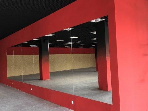 Монтаж великих дзеркал у Бізнес-Центрі