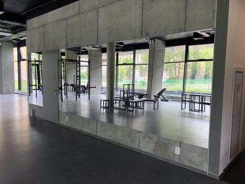Монтаж великих дзеркал у тренажерному залі